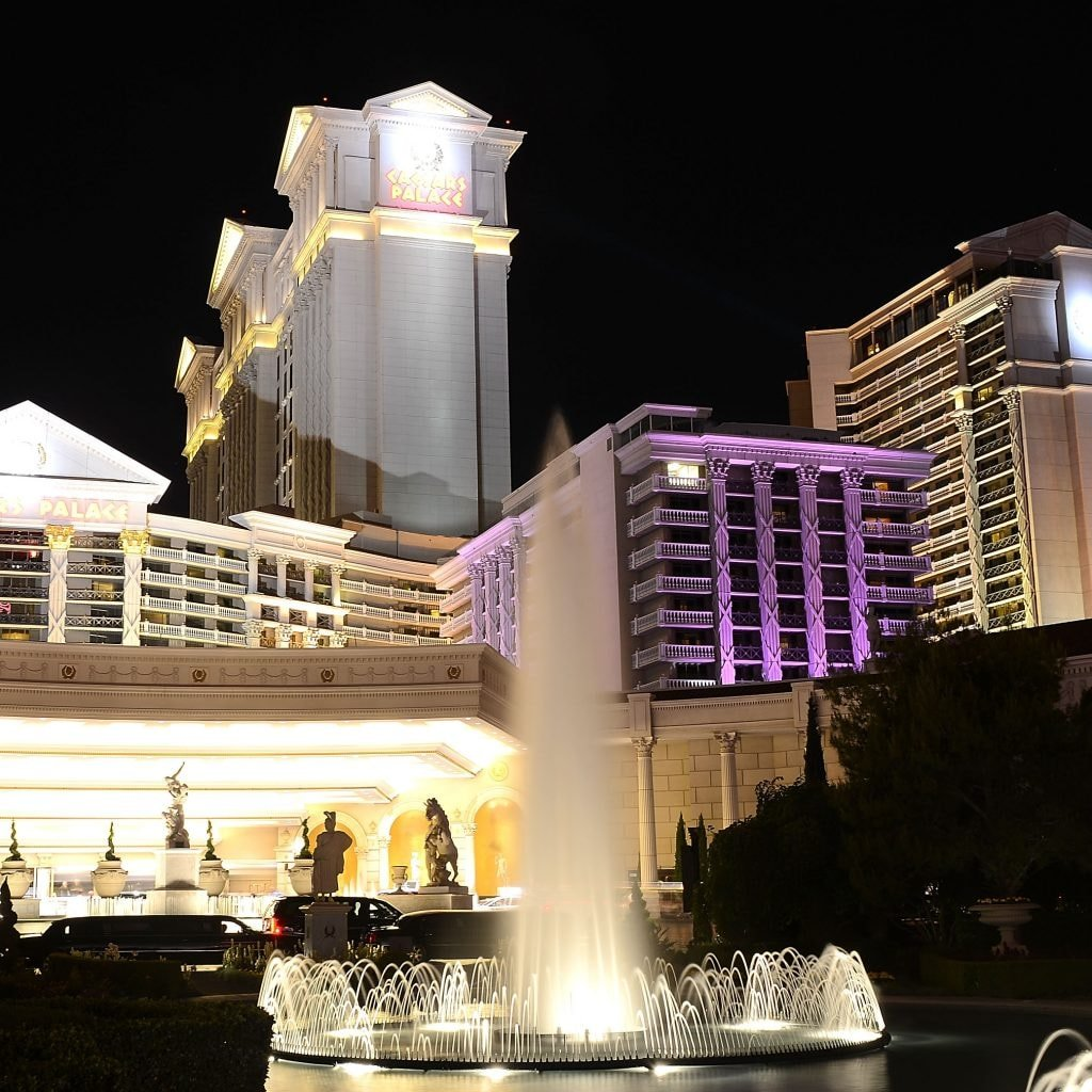 Carl Ichan Buys Share of Caesars Entertainment; Wants Company to Sell Itself